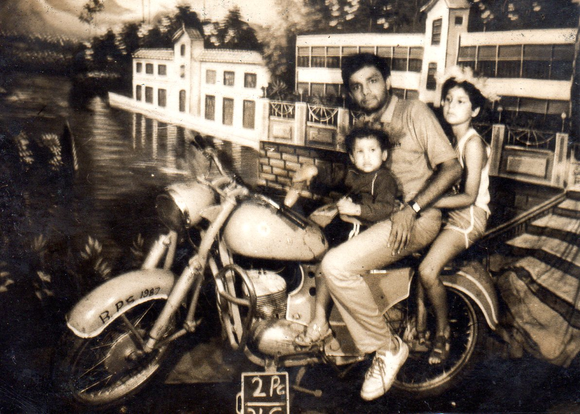 family_on_bike135