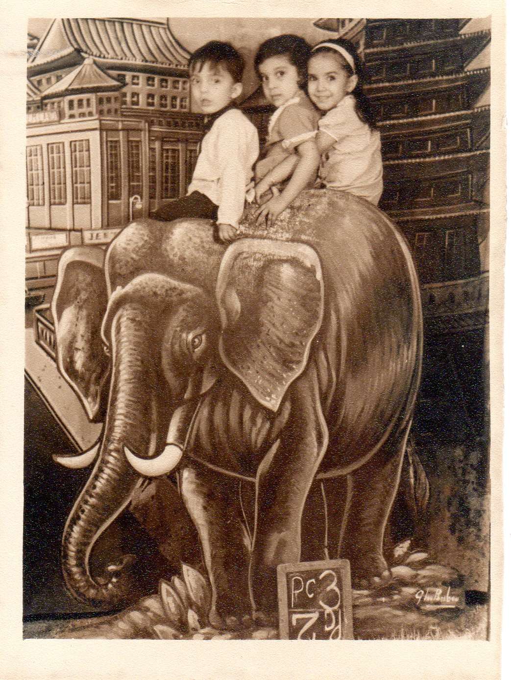 kids_on_elephant137