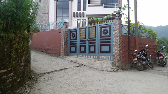 blue_brown_gate